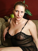 mature lady seduces